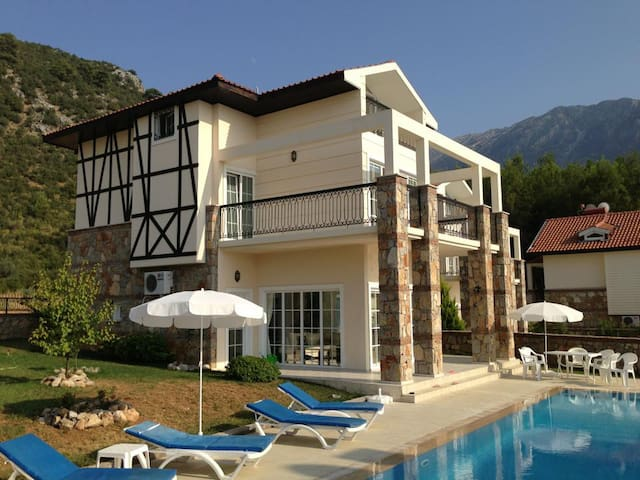 Stunning, Luxury Villa With Large Private Pool - Ölüdeniz Belediyesi - Flat