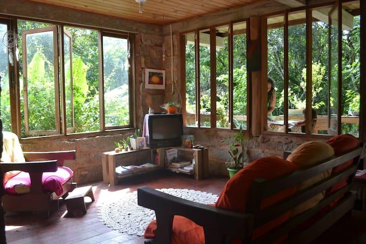 Florescencia- relax e natureza(casa até 8 pessoas)