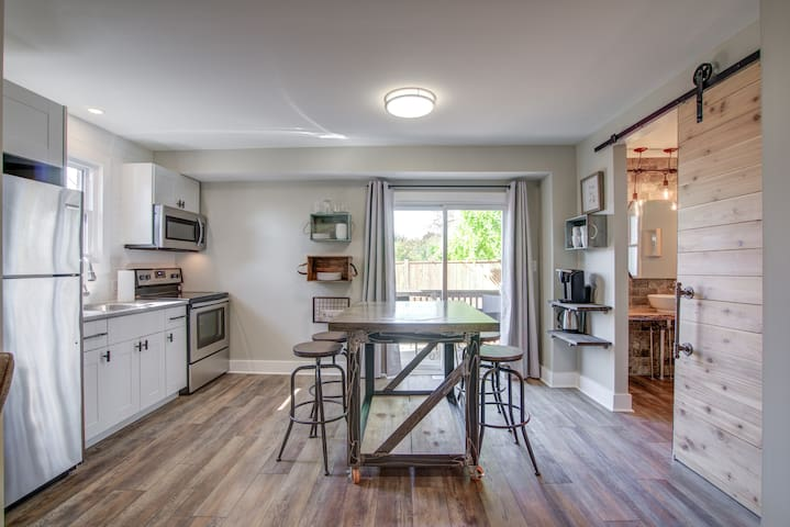 Niagara Falls Stylish and Clean Boutique Apartment