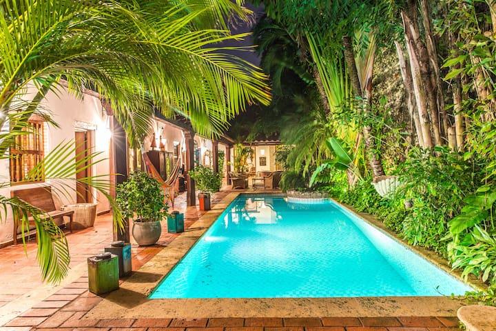 The Colonial Oasis w Butler & Maid - Cartagena - Villa