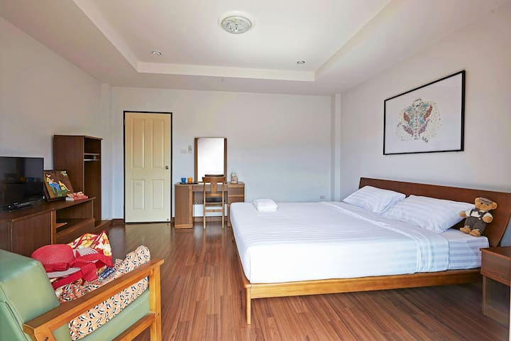 Your Cozy Home away from Home - Tambon Thamakam, Muang District - Huis