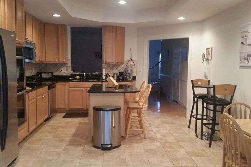 Spacious eat in kitchen with Granite counters and Stainless Steel Appliances