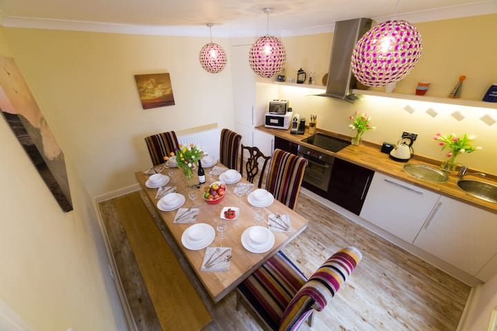 The Boot Room Whitby sleeps 8 - Whitby - Byt