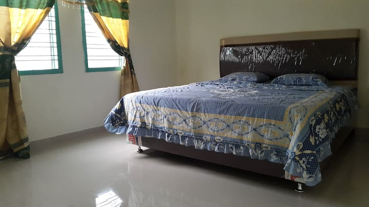 Spacious room in the modern guesthouse - Parapat