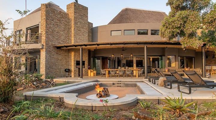 Luxury Villa looking onto Kruger National Park