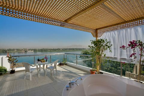 Penthouse apartment overlooking the River Nile