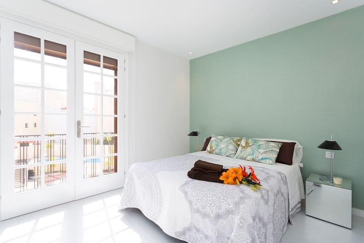In the bedroom you will find a large cupboard, a Queen size bed - with its set of sheets - and two bedside tables with elegant reading lampshades. This room also offers a nice balcony with view over the swimming pool, one of the most intriguing aspects of this structure.