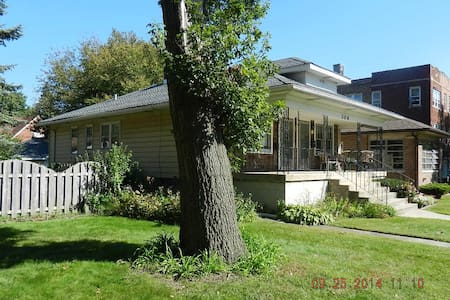 1 BEDROOM DUPLEX IN CALUMET CITY - Calumet City