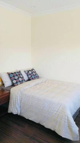 C-Cozy Bedroom Near Metrotown
