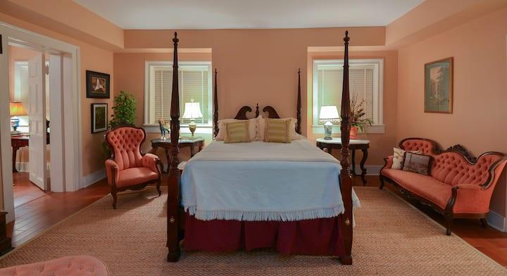 Alvarez Fisk Room - Choctaw Hall Bed & Breakfast