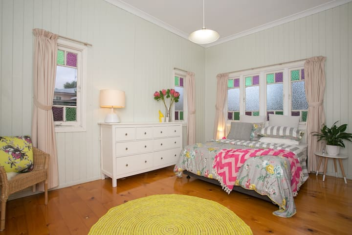 Lovely Gable Home to call your own - Mount Lofty - House