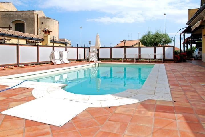 Cottage w/ private pool near sea - VIAGRANDE - House