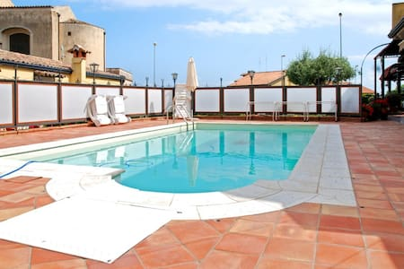 Cottage w/ private pool near sea - VIAGRANDE - Hus