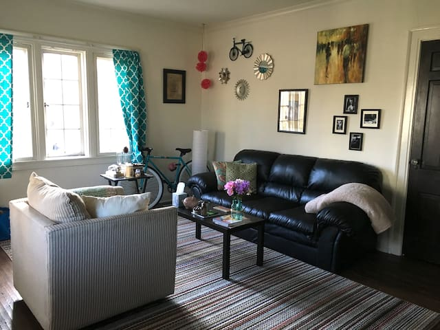Charming Apt at Indiana University 1BD/Spacious - Bloomington - Huoneisto