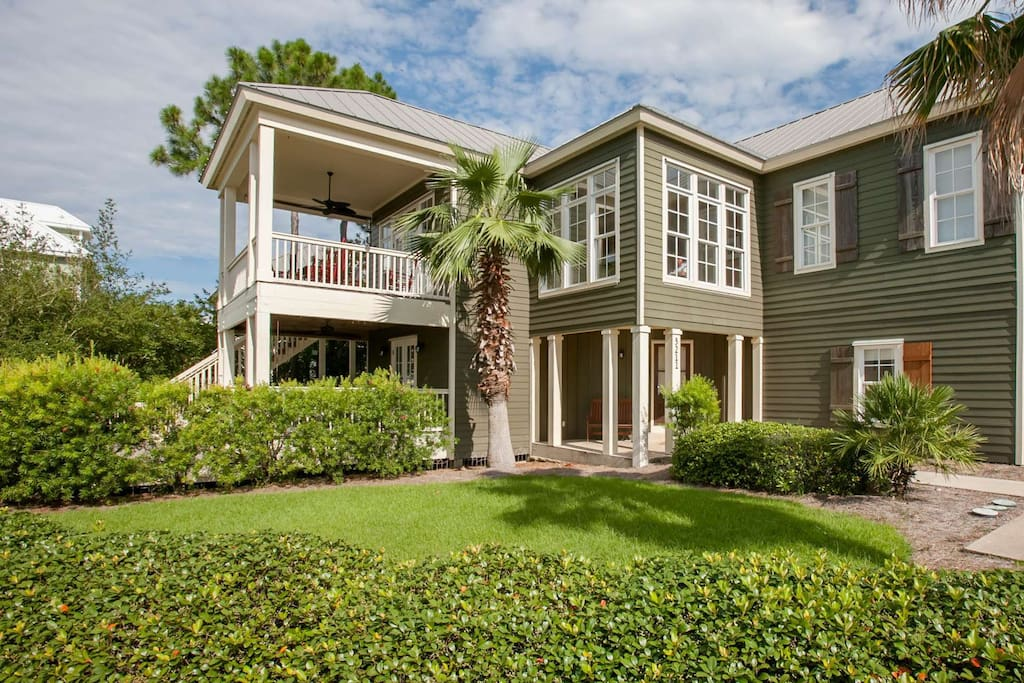 Lush tropical landscaping greets you as you arrive to 3211 Mariner Circle in the gated Palm Harbor community