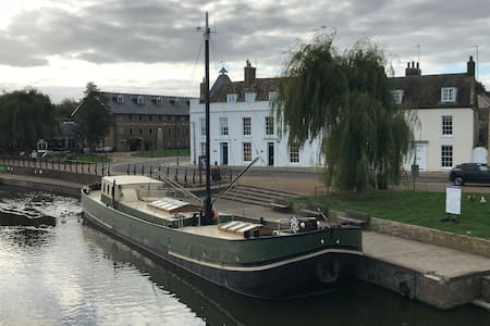 A unique stay in Ely on the river Great Ouse