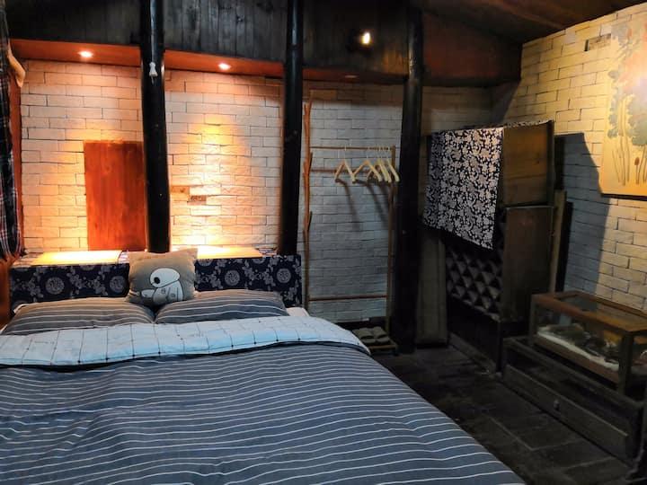 凤凰古城阿武的故事  往后余生小大床房