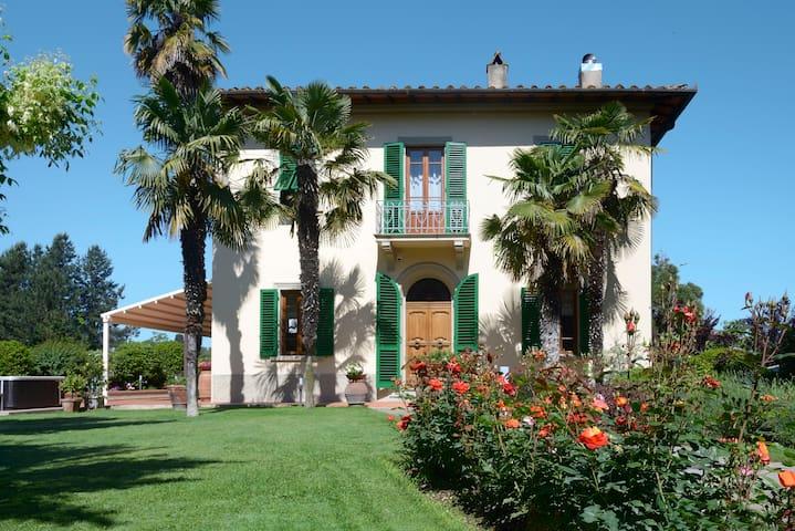 Le Facezie - Villa Toscana con piscina e Jacuzzi