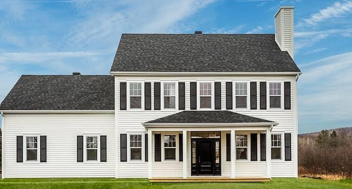 SURF & LAKE- BROMONT/KNOWLTON LITTLE WHITE HOUSE