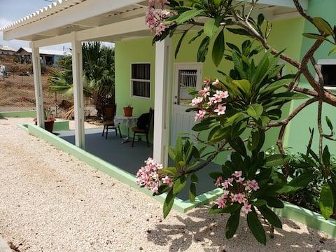 Fransilia Apt. B near beaches, museum & restaurant