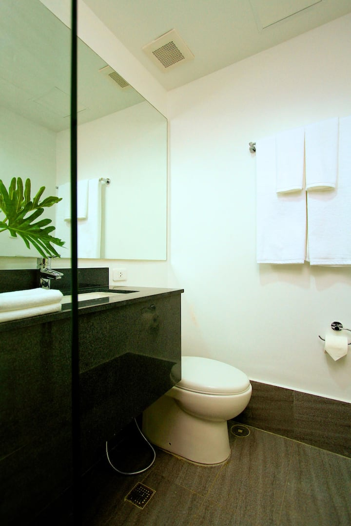 Chic Room Executive Double Bed At Ortigas