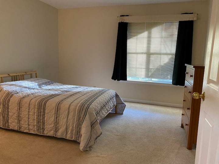 Comfy condo near Red Line metro. 10 min from NIH
