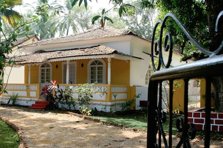 Room 2 in Portugues Mansion (including big Garden) - Siolim