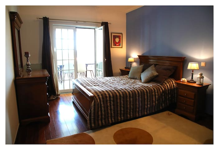 Main room (double bed)