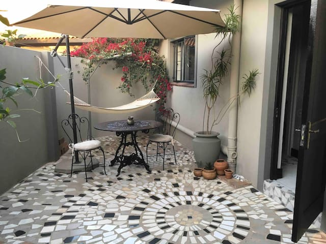 Bohemian Retreat Private Flatlet, WiFi, DSTV