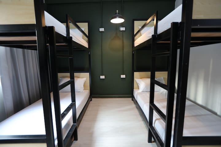 4 Beds Female Mixed Room- 2 mins walk from BTS