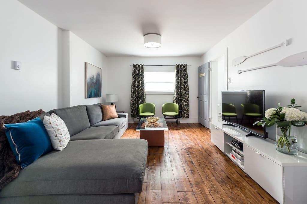Wide plank wood floors, Bell FiberOp, Cable, Wifi printer