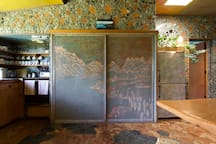 A cupboard sliding door,  decorated with sand shows the location of Little Paradise Lodge next to lake Wakatipu.