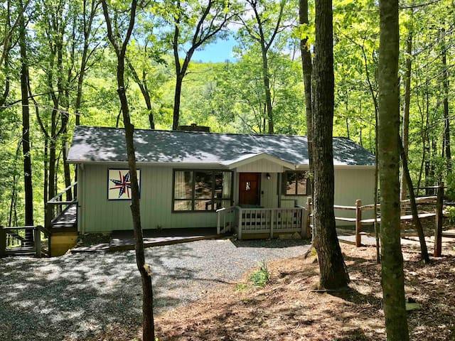 Laurel Creek Cottage- Powder Horn -dog friendly