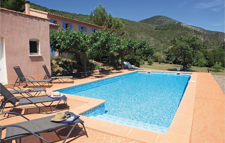Nice home in Roquebrun with Outdoor swimming pool, WiFi and 4 Bedrooms