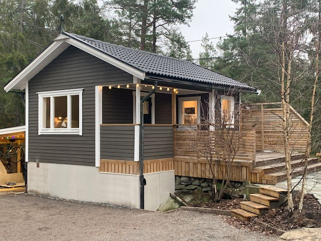 Here is a charming newly renovated cottage.