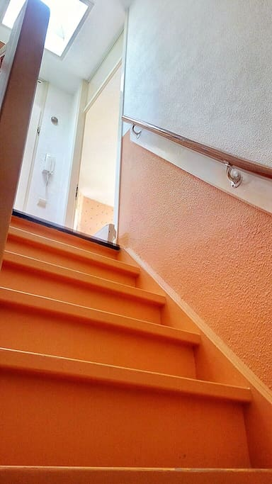 The stairs connecting the two floors of the appartment