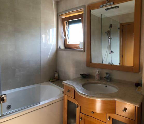 Suite 1 - Bathroom