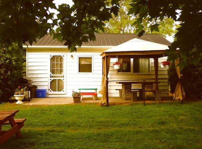 Cottage 6 - One bedroom sleeps 4 people