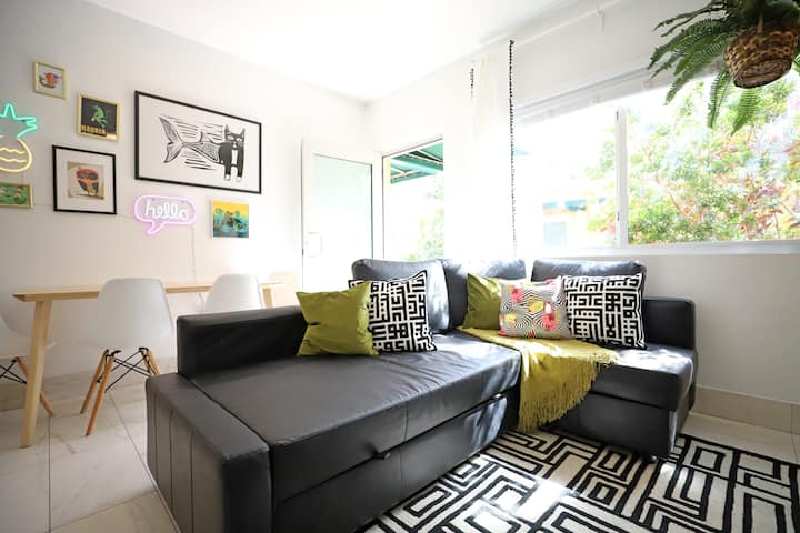 Sun Filled Family-Friendly 3min to Beach Apartment FREE Parking | 1 Bedroom 1 Bathroom Private Apartment