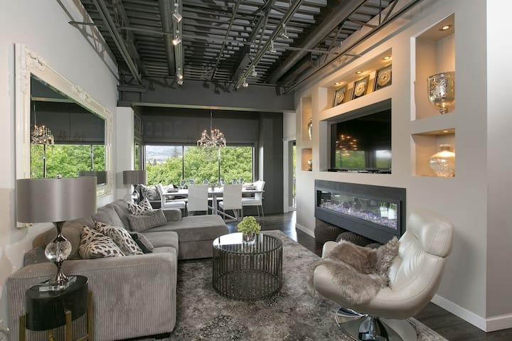 Luxury Downtown Waterfront - Spectacular View!