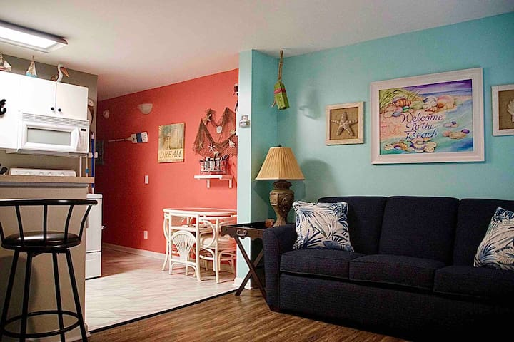 SALTY VACATION RENTALS GORGEOUS 5*UNIT