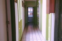 Bellisima habitación grande con balcón