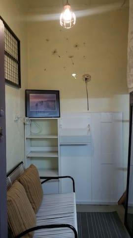 Single Warm room Nice for backpacker tram2city