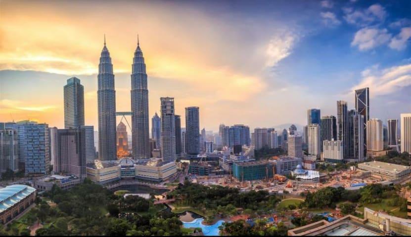 KLCC and Bukit Bintang are just 4 minutes away via Jalan Ampang or AKLEH (Ampang KL Elevated Highway)