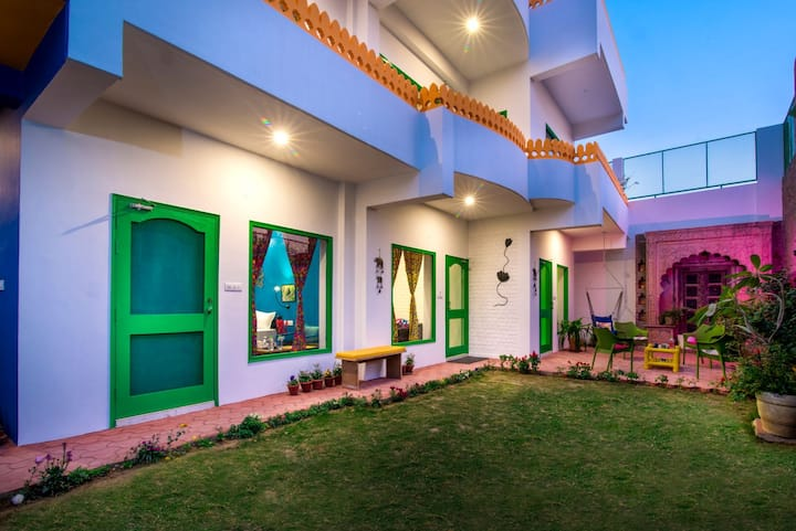Stay Near Taj Mahal in Coral Country Homestay