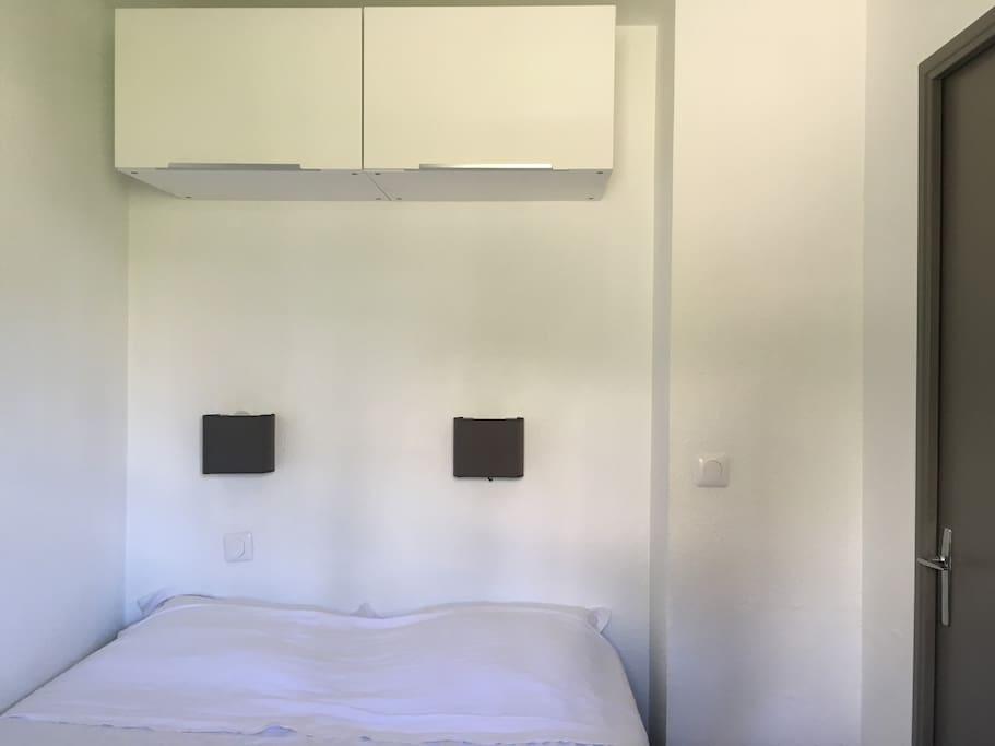 Chambre lit 140 Bedroom