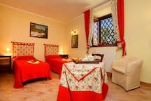 Double bedroom red