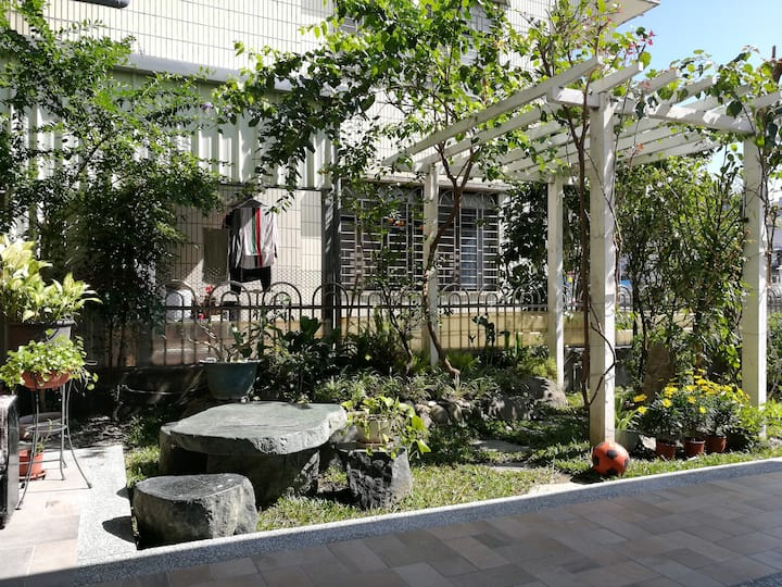 Room with garden@near river&train station~