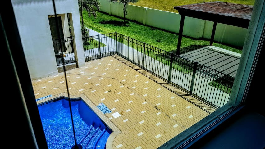 Condominium with pool, and common area for guests. - McAllen - Maison