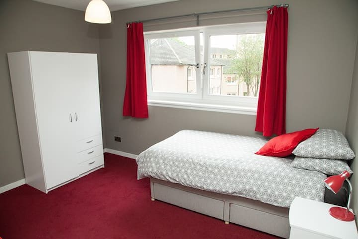 Westend/Central single en-suite room, great wi-fi
